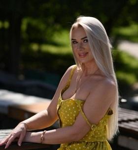 Lora's profile picture